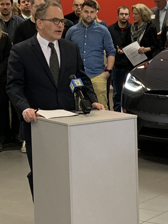 Bruce Becker, president of EV Club of CT, moderating the event introducing Tesla leasing to CT
