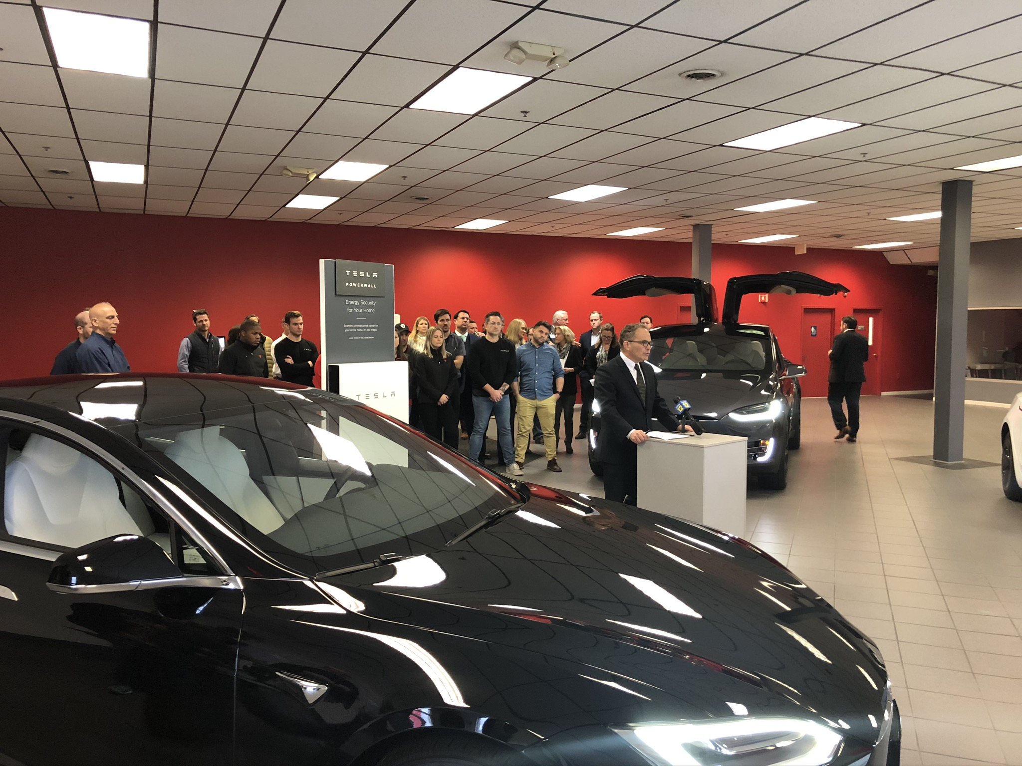 Tesla Leasing Center Opening